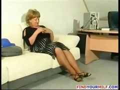 Fat mature cougar get horny